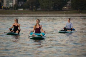 super weekend w warszawie-sup-warszawa-stand-up-paddle-deska-z-wioslem-w-warszawie-wypozyczalnia-sprzetu-lekcje-szkolenia-sup-yoga